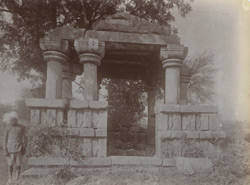 Front view of an unidentified ruined pillared hall or chhatri, Mau, Jhansi District